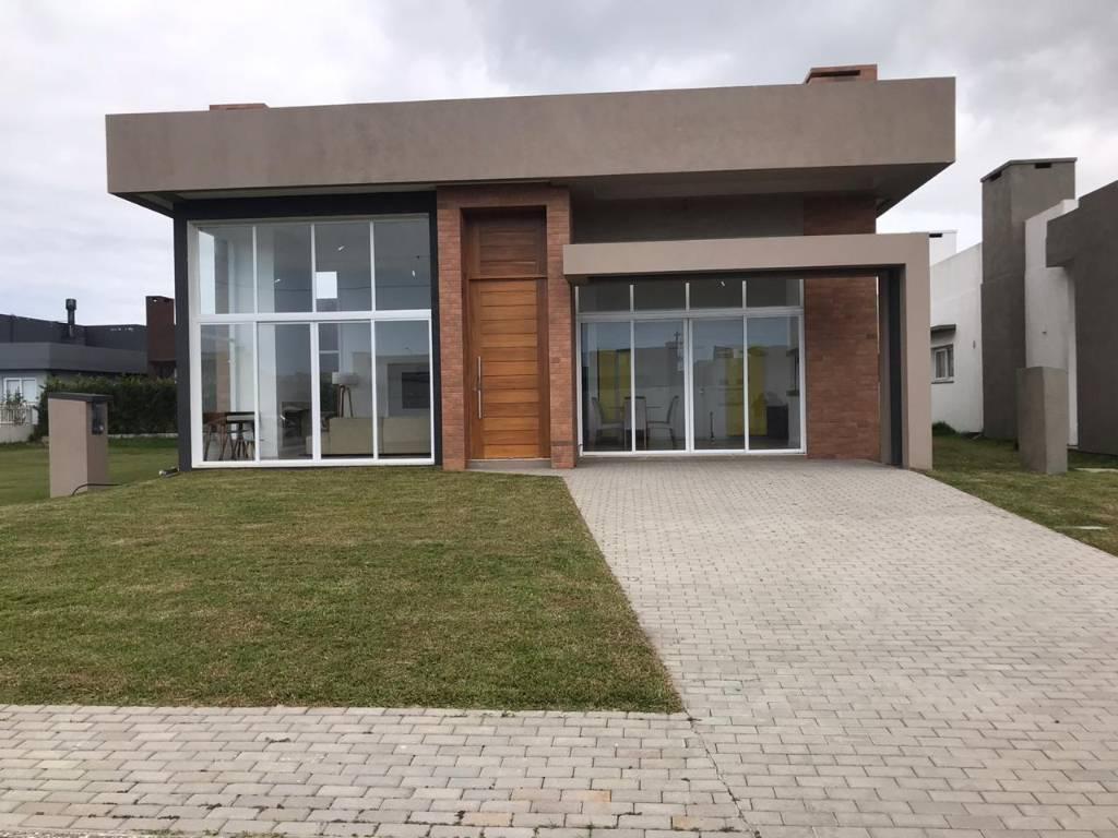 Casa em Condomínio 4 dormitórios para venda, DUBAI RESORT em Capão da Canoa   Ref.: 149